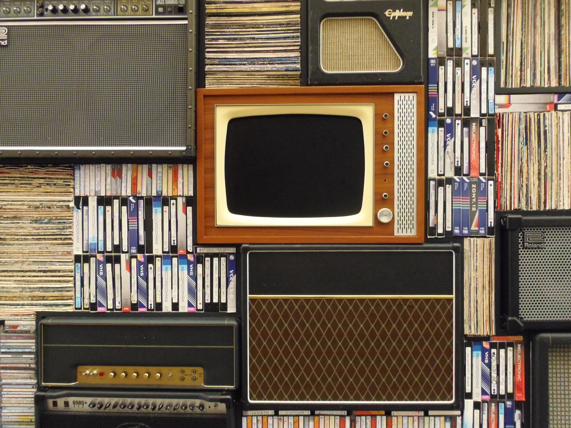 zabytkowy telewizor vintage
