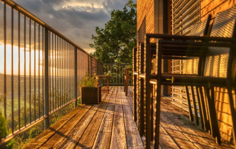 prywatność na balkonie